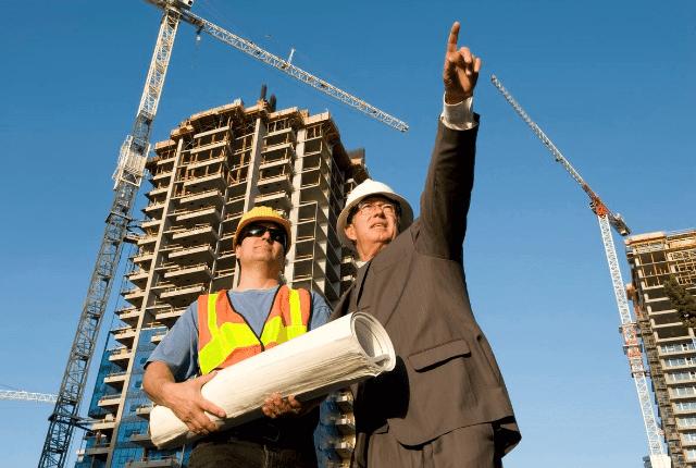 פועלים של דירה מקבלן